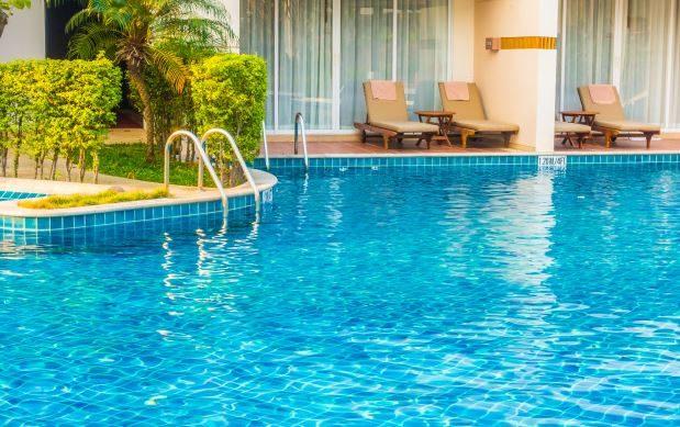 Como limpar a piscina? Passo a passo completo